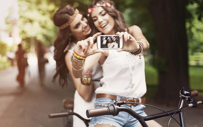 Make smile in selfie