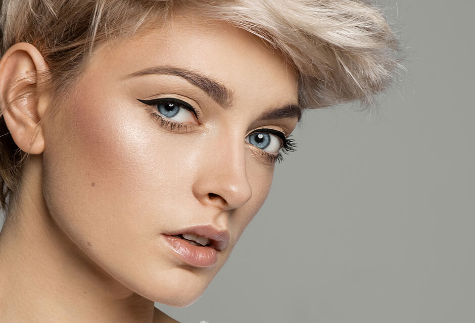 Photo Example after the use of Eyeliner Retouching Feature